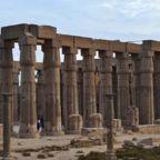 Colunas papiriformes do templo de Luxor