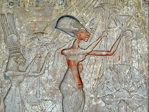 Akhenaton e Nefertiti fazendo oferendas a Aton cena inspiracional do portal de Akhenaton